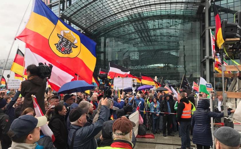 Фан-проект Берлин-2019, день третий:национальный праздник День единства, противостояние нацистов и антифашистов, и много другое...