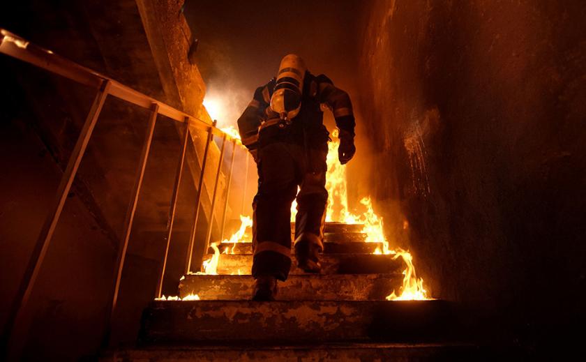 В Днепре мужчина получил ожоги, ликвидируя пожар до приезда спасателей