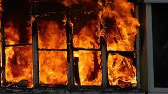 На Днепропетровщине спасли охваченную огнем больницу