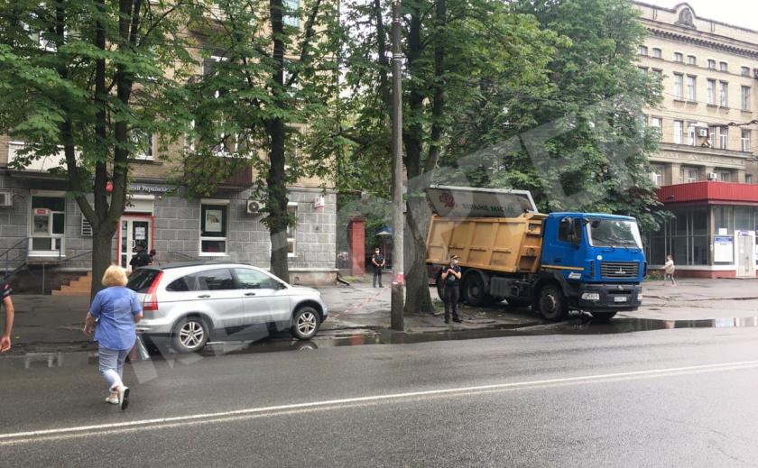 КП «Днепрводоканал» по заданию Филатова украл биллборд (видео)