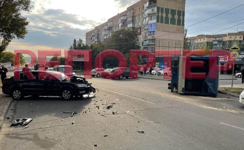 В Кривом Роге произошло ДТП: разбиты 2 автомобиля