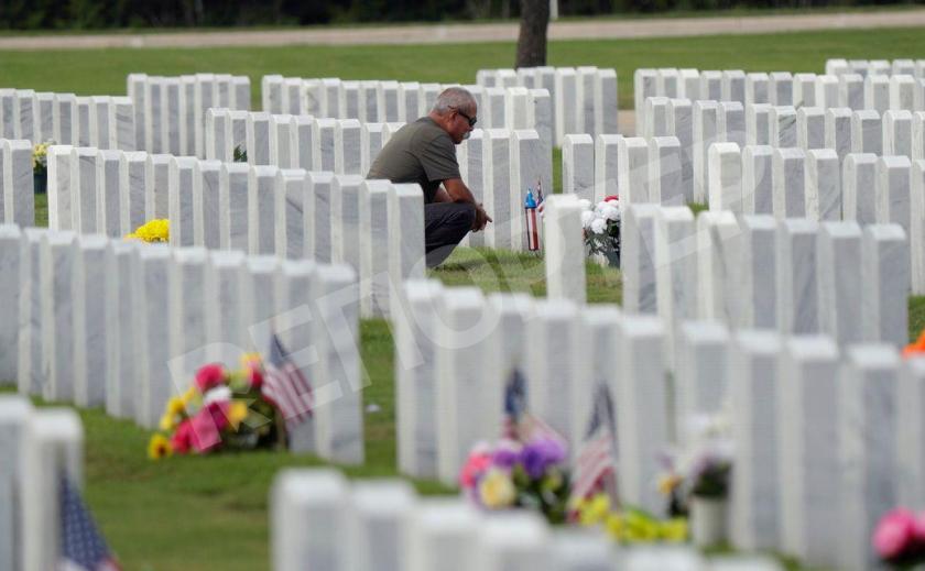 Их нравы. На кладбищах в США обнаружили надгробия со свастикой