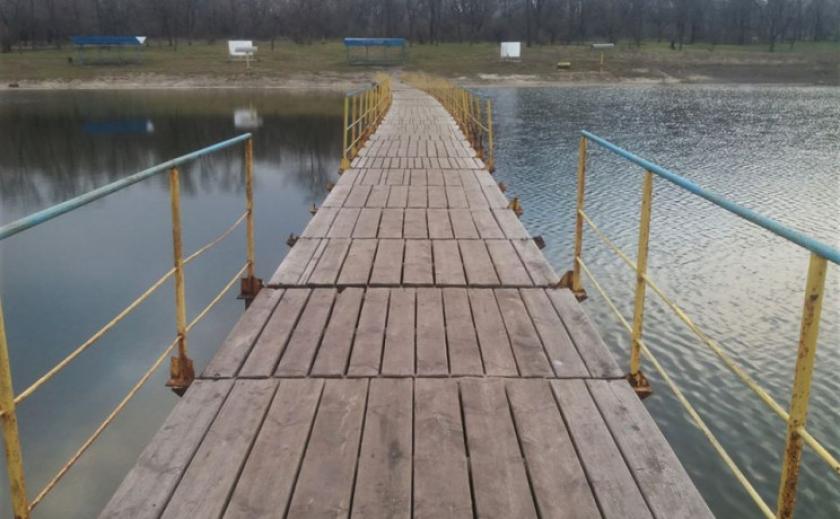 В Кривом Роге мост радует только рыболовов, остальным - ходить с оглядкой