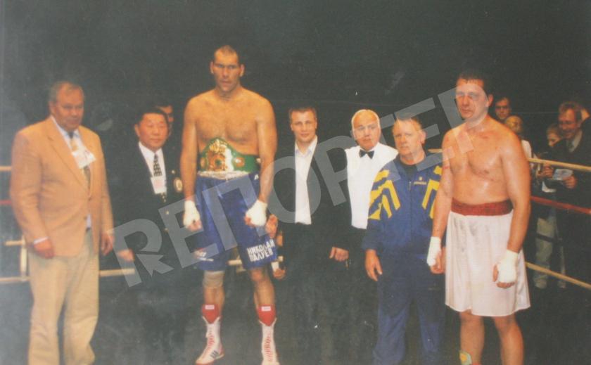 Днепровский тяжеловес Елистратов побеждал Кличко и садил на «пятую точку» Валуева