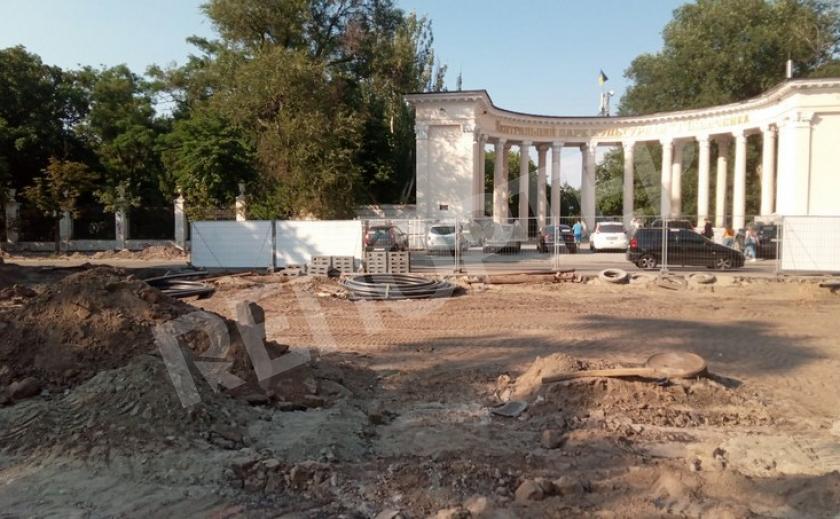 Реконструкция площади Шевченко в Днепре идёт без выходных