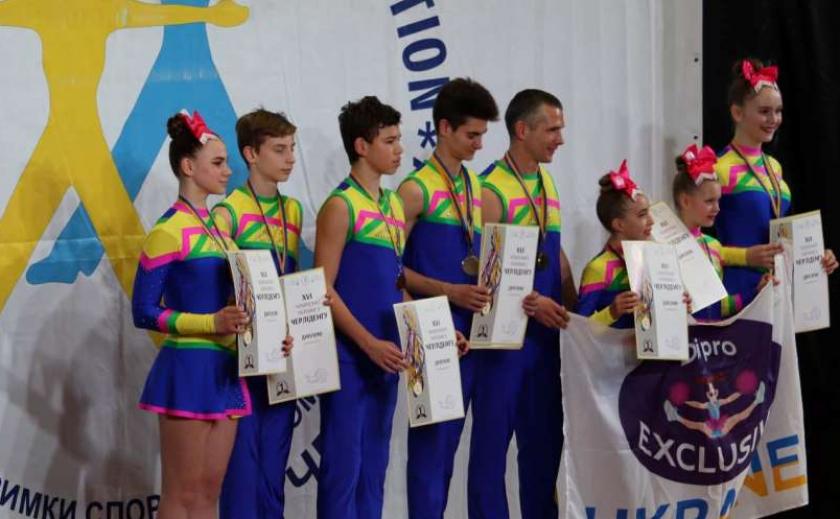 Чирлидеры Днепропетровщины выиграли 14 медалей