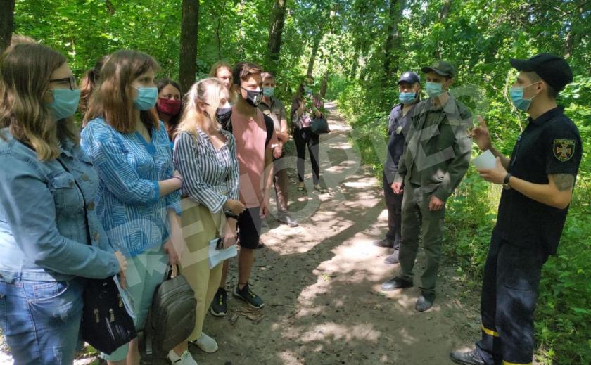 Днепровские спасатели рассказали детям о правилах поведения на пляже