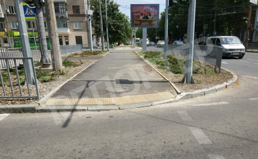 Город преображается: На перекрестке Титова и Поля заменили тротуары