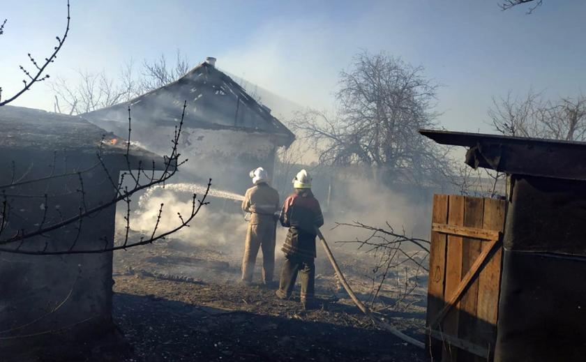 Сгорел сарай, гори и хата? На Днепропетровщине вместе с травой вспыхнул дом и хозпостройки ФОТО