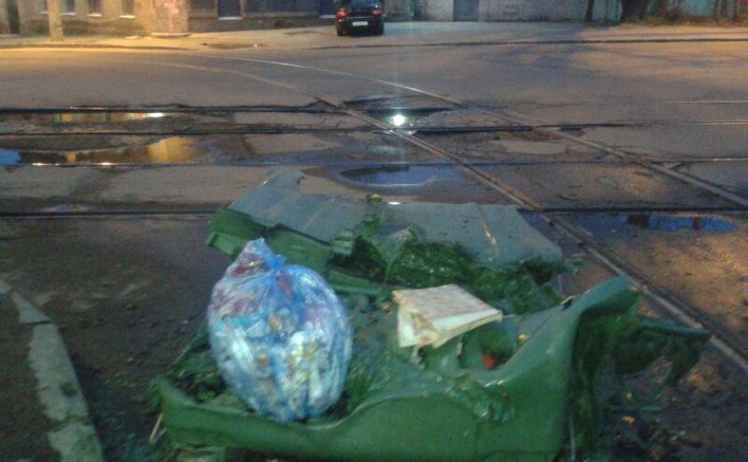 В центре Днепра полностью сгорел контейнер ФФОТО