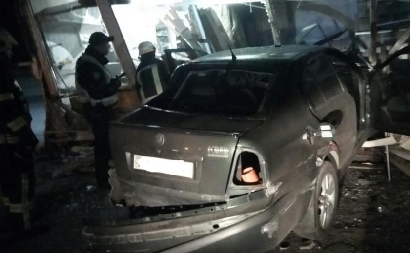 На Днепропетровщине во время аварии пассажиры застряли в авто ФОТО