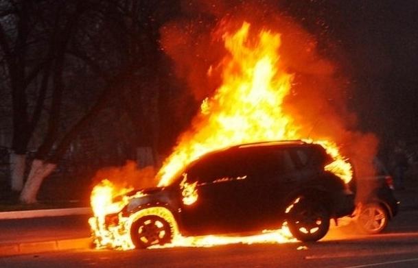 Под Днепром за ночь сгорели пять иномарок