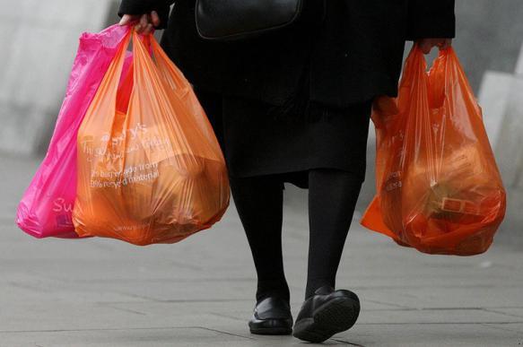 В Днепре анонимно оставляют под дверью пакеты с продуктами. На очереди - спиртное
