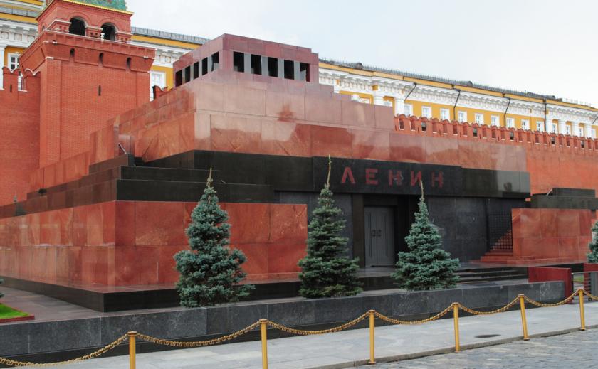 Украинские патриоты ликуют: туристы Ленина уже не увидят