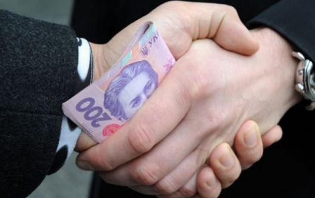 Днепрянин задержан за попытку дать взятку полицейскому ВИДЕО