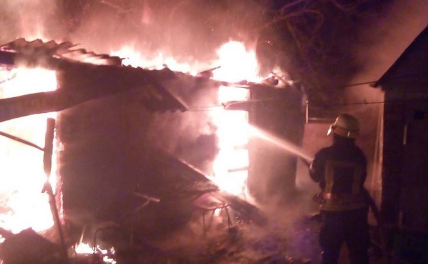 В Новомосковске поздно вечером долго тушили пожар