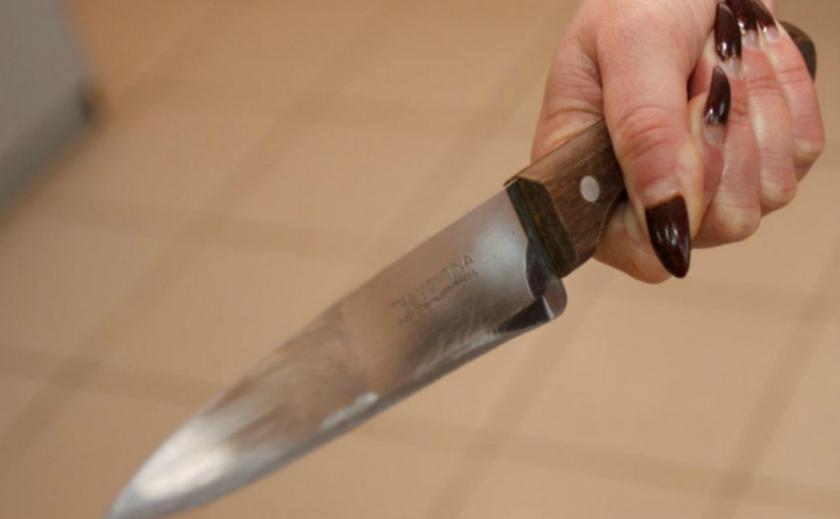 Криворожанин отказался чистить картошку, и жена всадила ему нож в спину