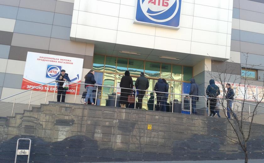В Днепре с утра штурмуют супермаркеты