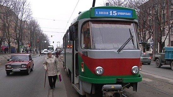 В Днепре пенсионер устроил забастовку в трамвае